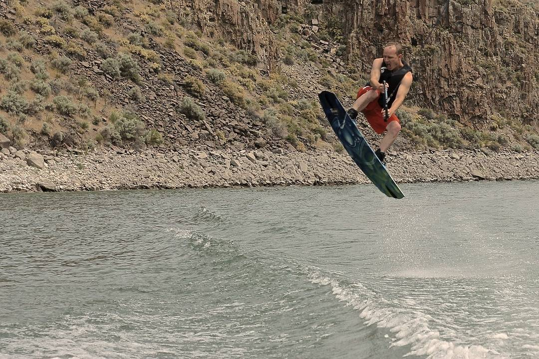 Rent water skis and kneeboards at Roosevelt Lake Arizona